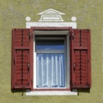 1383066_window_in_the_facade_of_dolomite_house